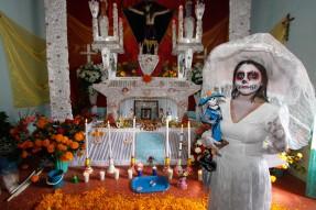 608575_elementos-altar-dia-de-muertos-ofrendad-mexico-2