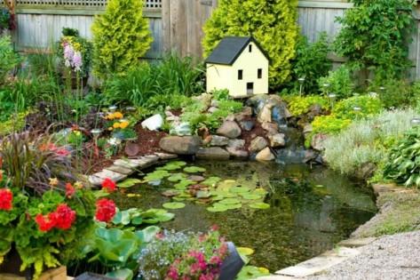 lago-casita-muchas-flores